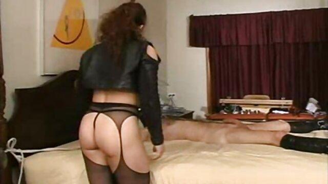 Ts Vivian rózsaszín bugyi a mature szex videó lépcsőn